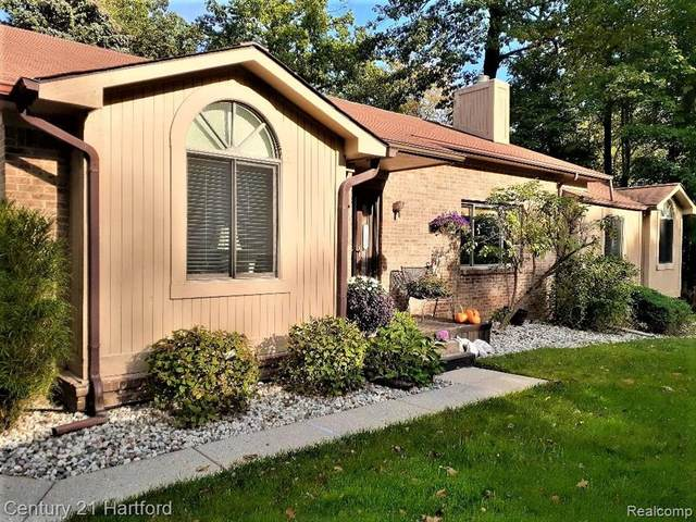 7429 Pepper Creek #74, West Bloomfield Twp, MI 48322 (#2210089301) :: National Realty Centers, Inc