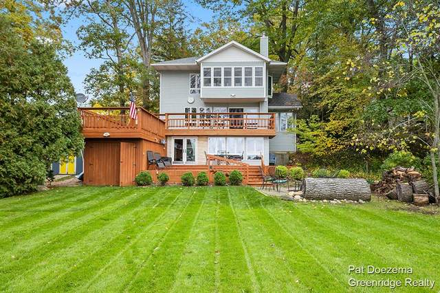 296 Lakeside Drive, Hope Twp, MI 49046 (#65021112208) :: Real Estate For A CAUSE