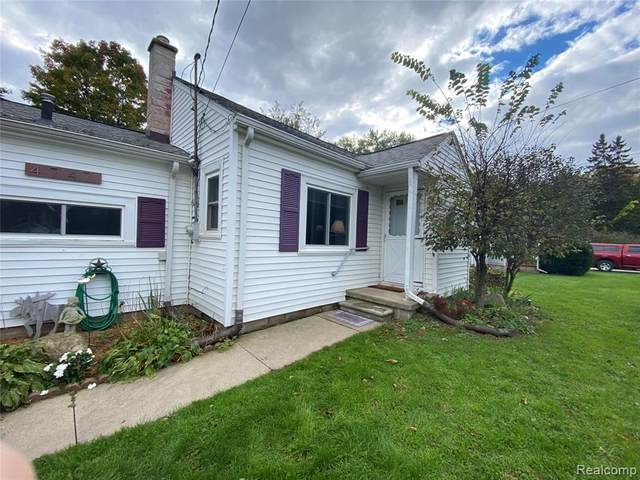 4747 Sylvester Avenue, Waterford Twp, MI 48329 (#2210089386) :: The BK Agency