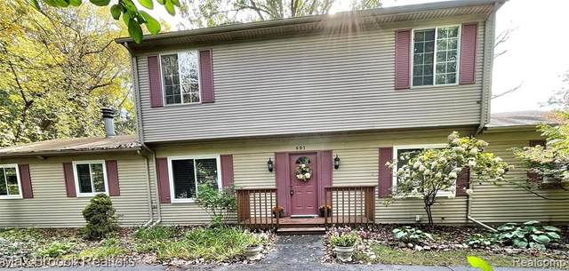 601 Kendry, Bloomfield Twp, MI 48302 (#2210089634) :: The Mulvihill Group