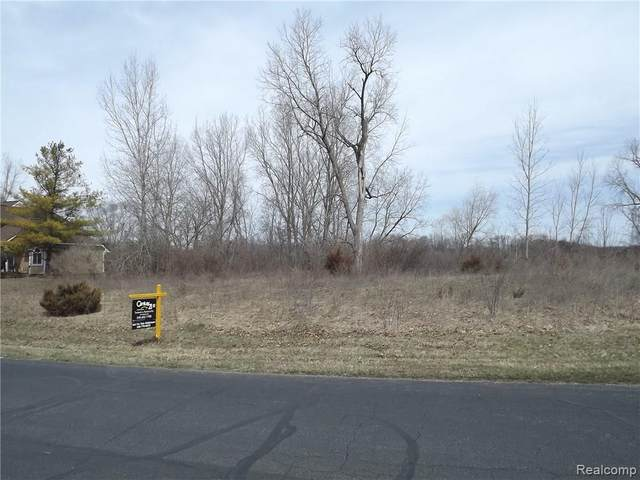 6145 Whispering Meadows Drive, White Lake Twp, MI 48383 (#217072479) :: Alan Brown Group