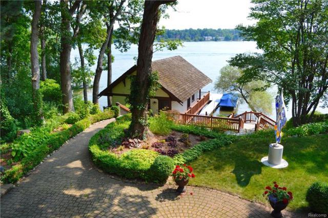 3819 Laplaya Lane, Orchard Lake, MI 48324 (#218016138) :: The Buckley Jolley Real Estate Team