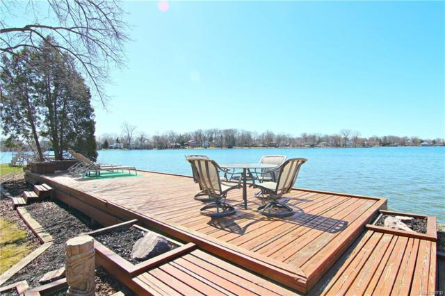 949 James K Boulevard, Sylvan Lake, MI 48341 (#218030093) :: RE/MAX Classic