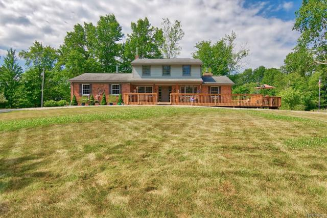 3281 Meadow Lane, White Lake Twp, MI 48383 (#218062236) :: Duneske Real Estate Advisors