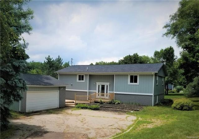 1190 Union Lake Road, White Lake Twp, MI 48386 (#218066478) :: The Mulvihill Group