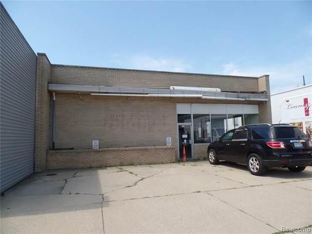 500 S Saginaw Road, Midland, MI 48640 (MLS #218067930) :: The John Wentworth Group