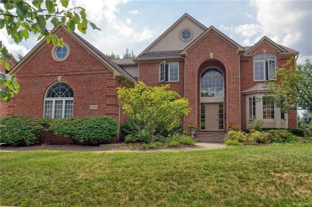 3321 Paramount Lane, Auburn Hills, MI 48326 (#218075531) :: The Buckley Jolley Real Estate Team