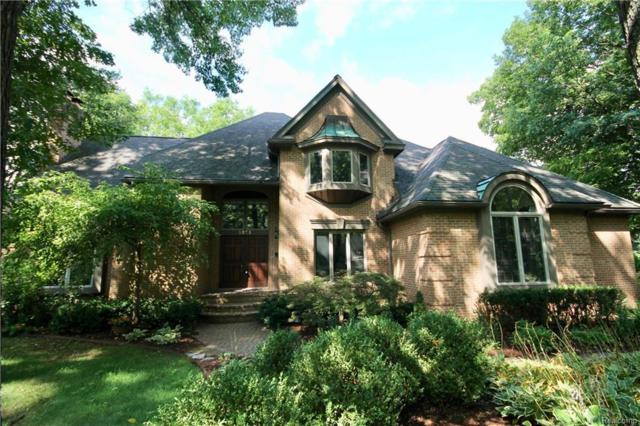 5975 Seville Circle, Orchard Lake, MI 48324 (#218075549) :: The Buckley Jolley Real Estate Team
