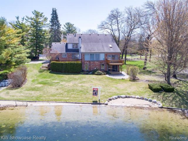 8336 Lake Pine Drive, Commerce Twp, MI 48382 (#219037384) :: The Buckley Jolley Real Estate Team