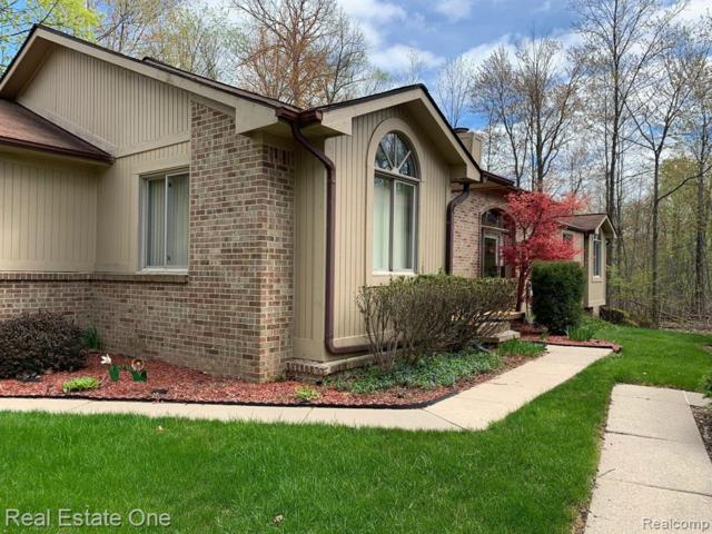 7451 Indianwoood Trail, West Bloomfield Twp, MI 48322 (#219043140) :: RE/MAX Classic