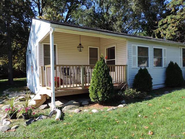 1566 Cypress St, West Bloomfield Twp, MI 48324 (#219063849) :: The Buckley Jolley Real Estate Team