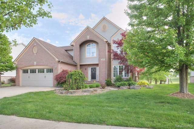 2689 Ivy Hill Drive, Commerce Twp, MI 48382 (#219066540) :: The Buckley Jolley Real Estate Team