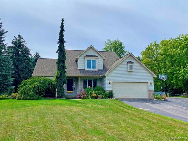 11681 Old Oaks Drive, Springfield Twp, MI 48350 (#219080901) :: The Buckley Jolley Real Estate Team