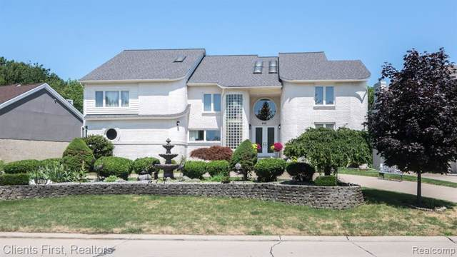 6141 Oak Trl Trail, West Bloomfield Twp, MI 48322 (#219083450) :: Team Sanford