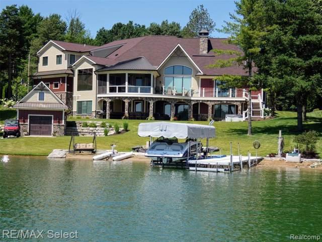 15195 Pinewood Trail, Fenton Twp, MI 48451 (#219084342) :: The Buckley Jolley Real Estate Team