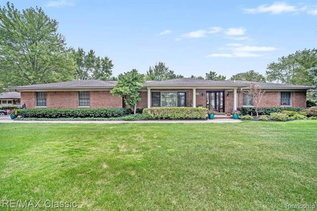 284 Westbourne Drive, Bloomfield Twp, MI 48301 (#219088390) :: The Mulvihill Group
