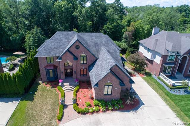 5526 Hampshire Drive, West Bloomfield Twp, MI 48322 (#219089646) :: The Buckley Jolley Real Estate Team
