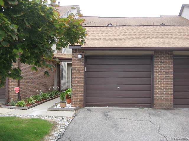 6745 Ridgefield Circle #202, West Bloomfield Twp, MI 48322 (#219090284) :: The Buckley Jolley Real Estate Team