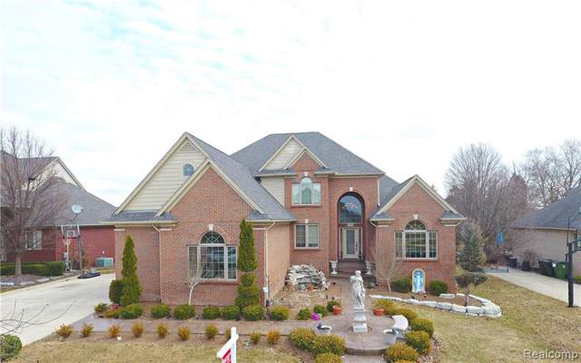56502 Edgewood Drive, Shelby Twp, MI 48316 (#219091775) :: The Mulvihill Group