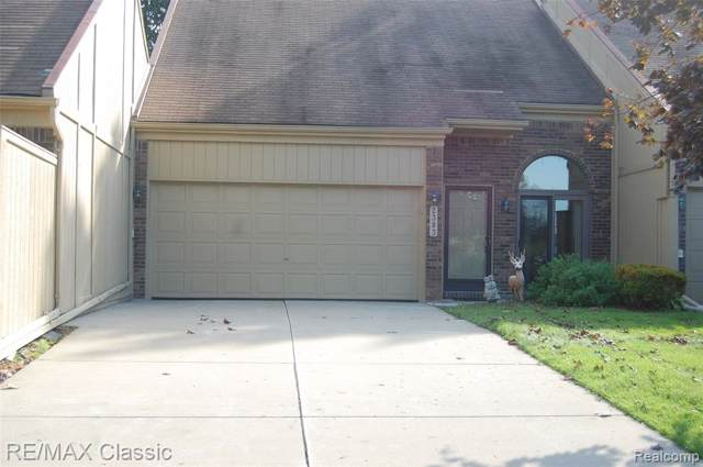2383 Rochelle Park Drive, Rochester Hills, MI 48309 (#219094004) :: The Buckley Jolley Real Estate Team