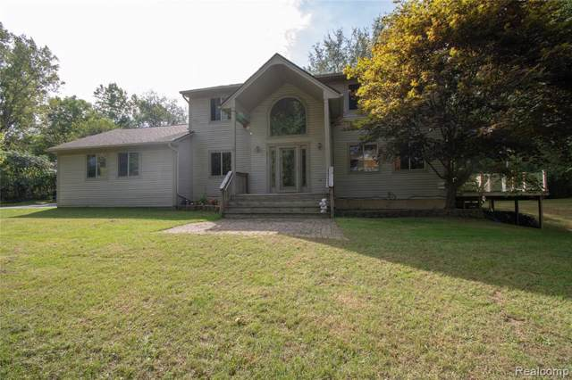 2145 Middle Road, Highland Twp, MI 48357 (MLS #219098136) :: The John Wentworth Group