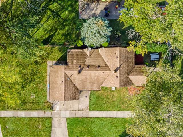 20401 Powers Avenue, Dearborn Heights, MI 48125 (MLS #219104091) :: The Toth Team