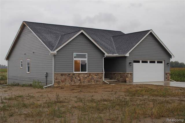 8565 Dryden Rd, Almont Twp, MI 48003 (MLS #219105279) :: The Toth Team