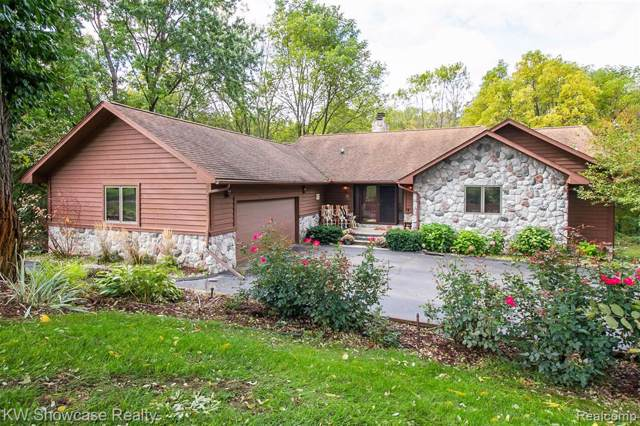 2555 Marion Acres Road N, Commerce Twp, MI 48382 (#219107696) :: Alan Brown Group