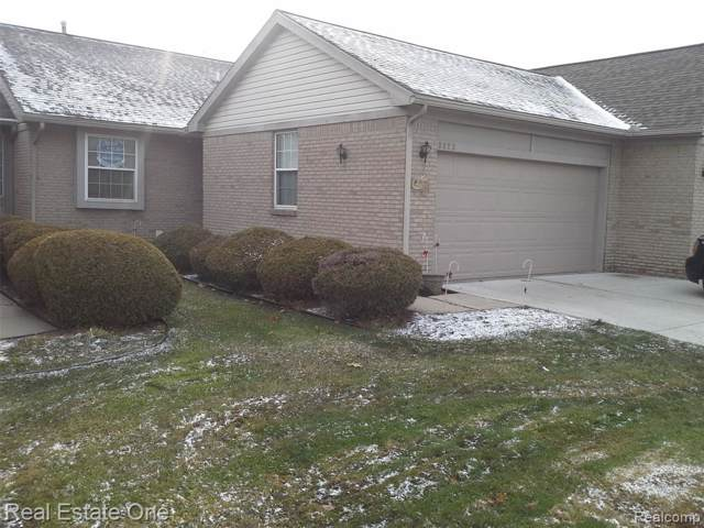 3029 Harbor Court #49, Waterford Twp, MI 48328 (#219120101) :: The Mulvihill Group