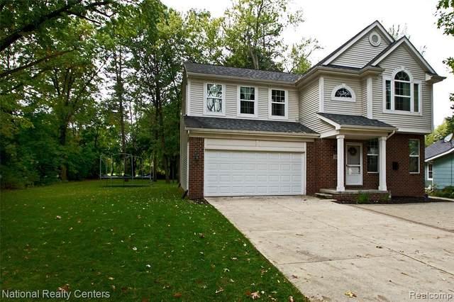 2480 Burleigh Street, West Bloomfield Twp, MI 48324 (#219125014) :: The Buckley Jolley Real Estate Team