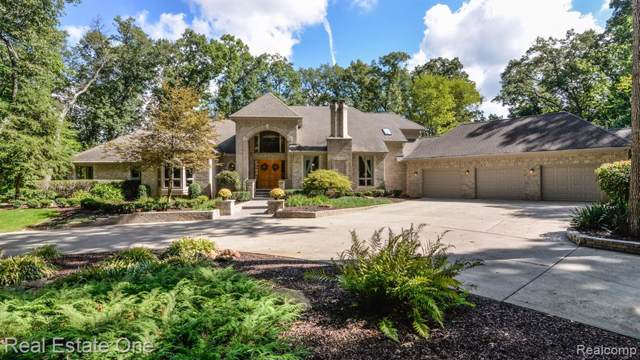 9673 Cross Creek Drive, Green Oak Twp, MI 48178 (MLS #2200000016) :: The Toth Team