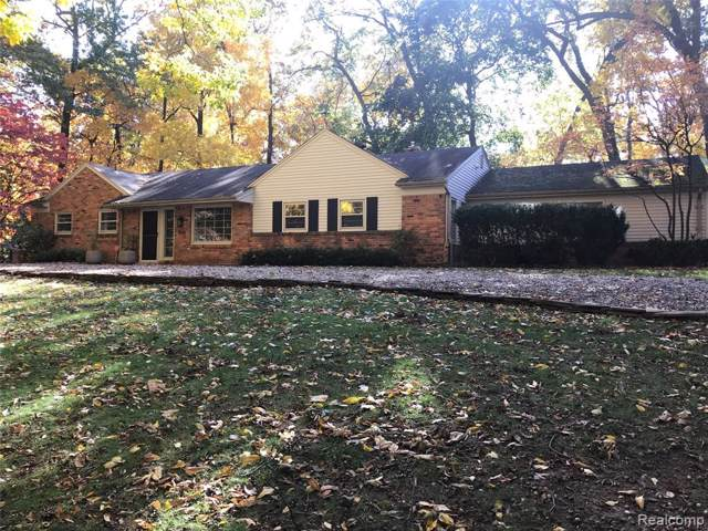 1541 Sodon Lake Drive, Bloomfield Twp, MI 48302 (#2200005065) :: The Buckley Jolley Real Estate Team