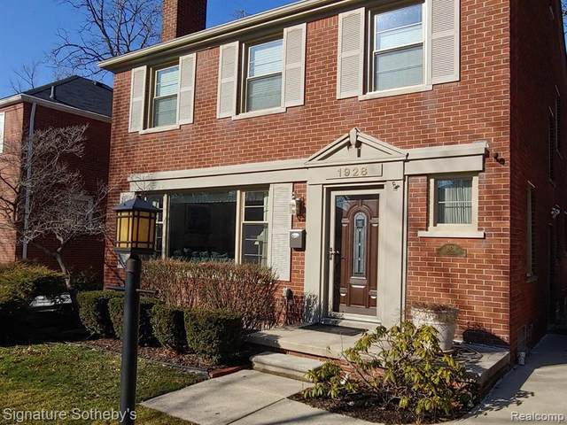 1928 Littlestone Road, Grosse Pointe Woods, MI 48236 (MLS #2200005637) :: The Toth Team
