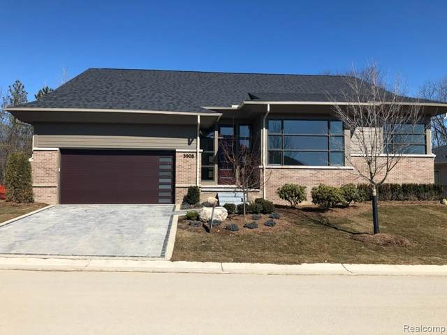 3917 Legacy Hills Drive #13, Bloomfield Twp, MI 48304 (#2200010499) :: The Mulvihill Group