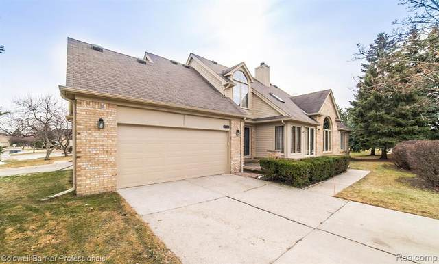 17021 Crystal Drive #44, Macomb Twp, MI 48042 (MLS #2200012177) :: The Toth Team