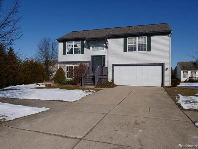 469 Andover Woods Court, Fenton, MI 48430 (MLS #2200013875) :: The John Wentworth Group