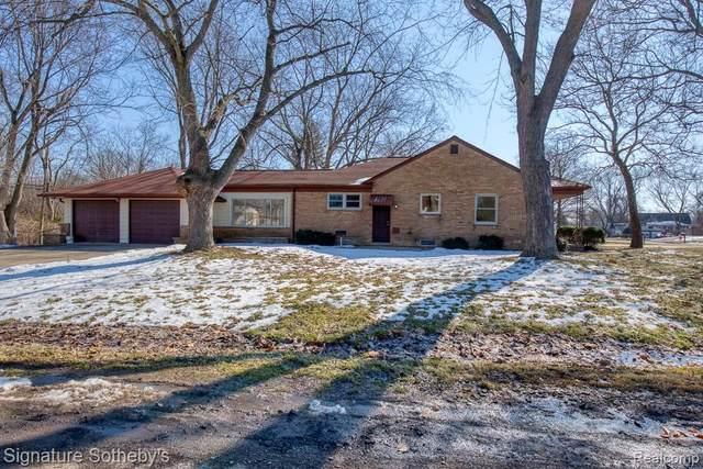 2850 Otsego Road, Waterford Twp, MI 48328 (#2200015061) :: Alan Brown Group