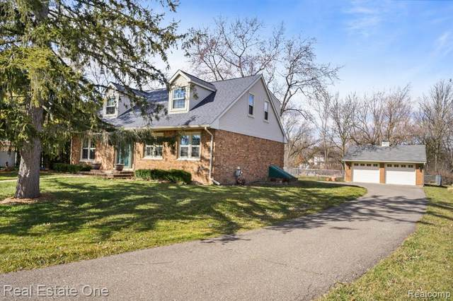 444 W South Boulevard W, Rochester Hills, MI 48307 (MLS #2200019358) :: The John Wentworth Group