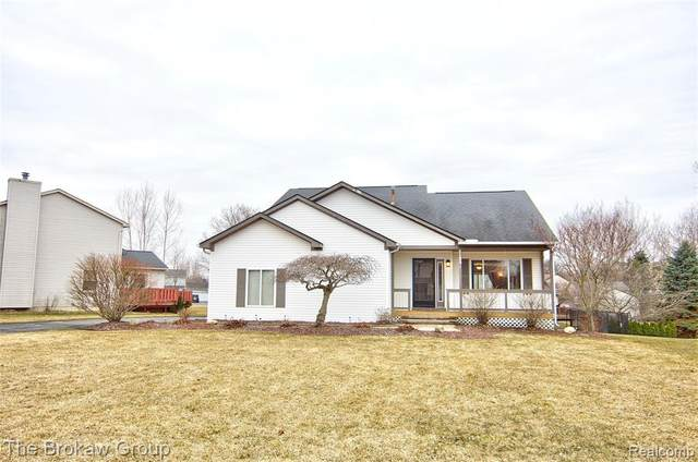 1188 Somerville Drive, Oxford Twp, MI 48371 (#2200019421) :: Team DeYonker