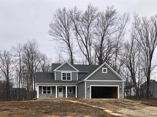 1045 Woods Edge Drive, Hartland Twp, MI 48353 (#2200021758) :: The Buckley Jolley Real Estate Team