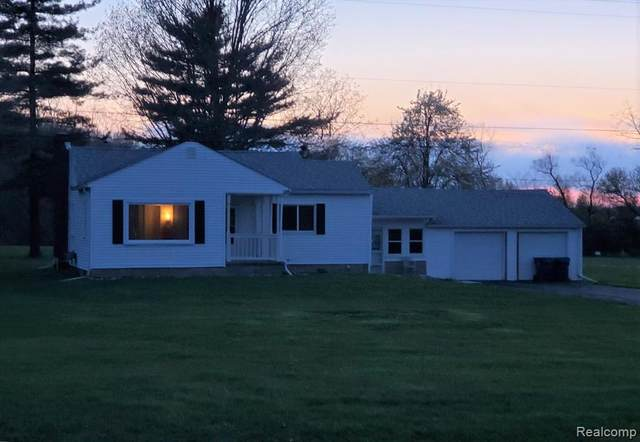 9282 Torrey Road, Fenton Twp, MI 48439 (#2200026809) :: Alan Brown Group