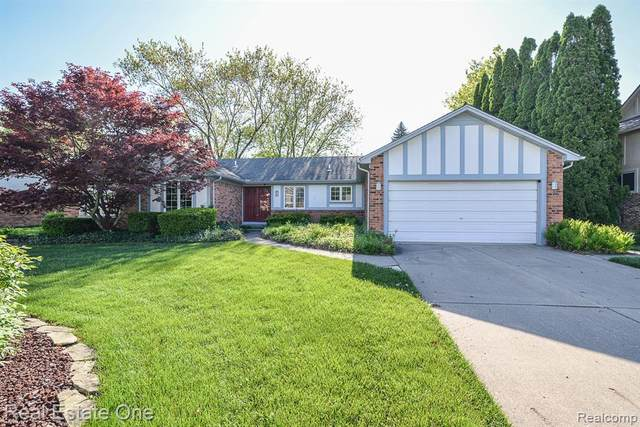21761 Glenwild, Farmington Hills, MI 48335 (#2200034747) :: Novak & Associates