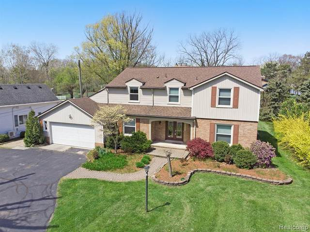 29194 E River Rd, Grosse Ile Twp, MI 48138 (#2200034798) :: Duneske Real Estate Advisors
