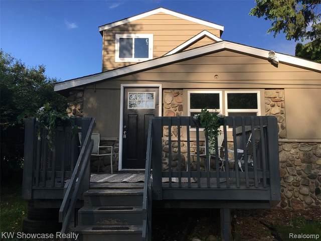 3426 Maple Ridge Avenue, Highland Twp, MI 48356 (MLS #2200036694) :: The Toth Team