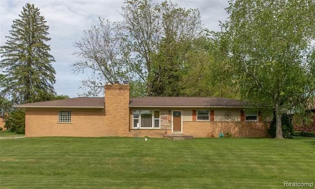 226 Hurondale Drive, White Lake Twp, MI 48386 (#2200038360) :: The Merrie Johnson Team