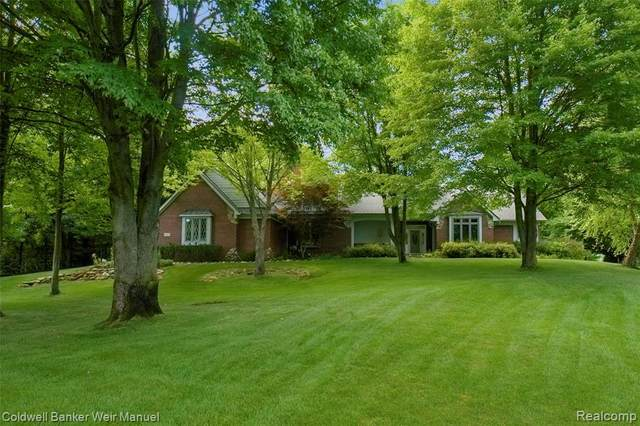2847 Tall Timbers Drive, Milford Twp, MI 48380 (#2200060720) :: The Mulvihill Group
