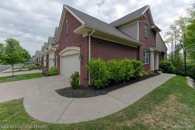 6561 Berry Creek Lane, West Bloomfield Twp, MI 48322 (#2200065997) :: RE/MAX Nexus