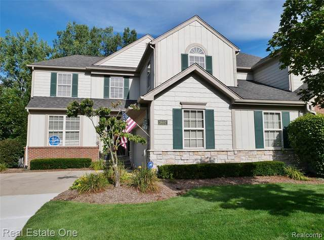 3697 Winding Brook Circle, Rochester Hills, MI 48309 (#2200069867) :: The Mulvihill Group