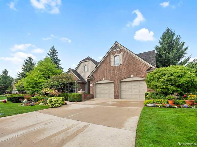 1104 Park Place Court, Bloomfield Twp, MI 48302 (#2200071134) :: Alan Brown Group