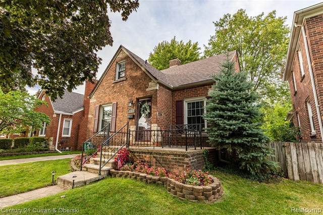 1840 Hampton Road, Grosse Pointe Woods, MI 48236 (#2200071644) :: Novak & Associates